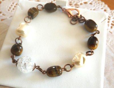 Bracciale con occhio di tigre,cristallo di rocca e perle cerate idea regalo per lei!