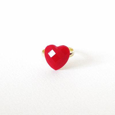 Anello piccolo cuore rosso velluto in resina. Piccolo e romantico anello a cuore