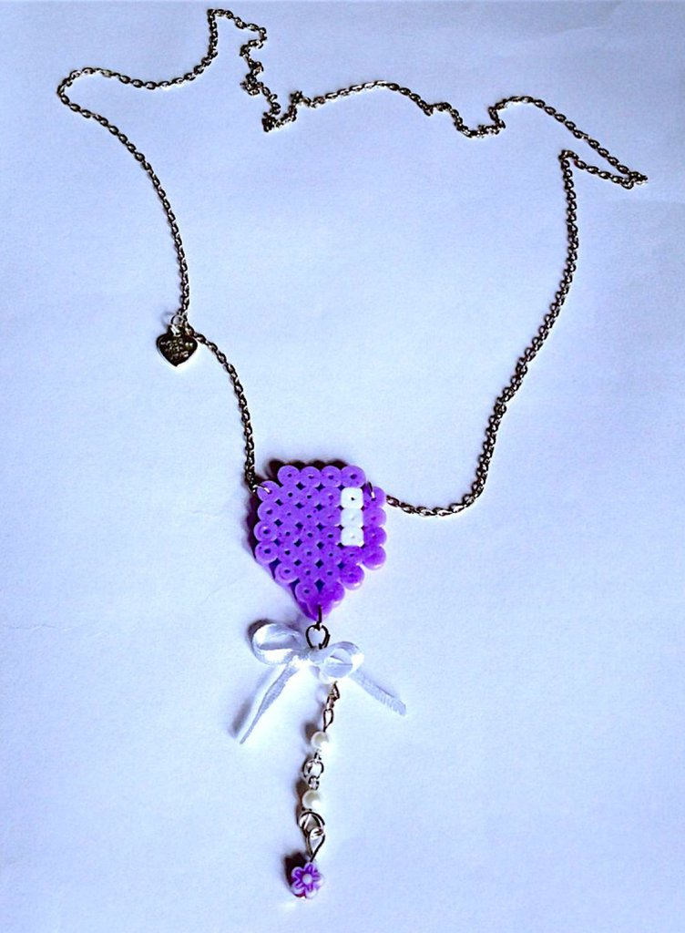 Collana con palloncino lilla in hama beads e perline fatta a mano