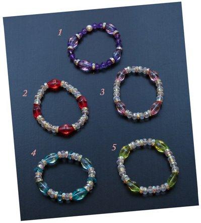 Braccialetti elastici con perline colorate