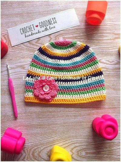 Cappellino a uncinetto per bambina, a righe in cotone primaverile