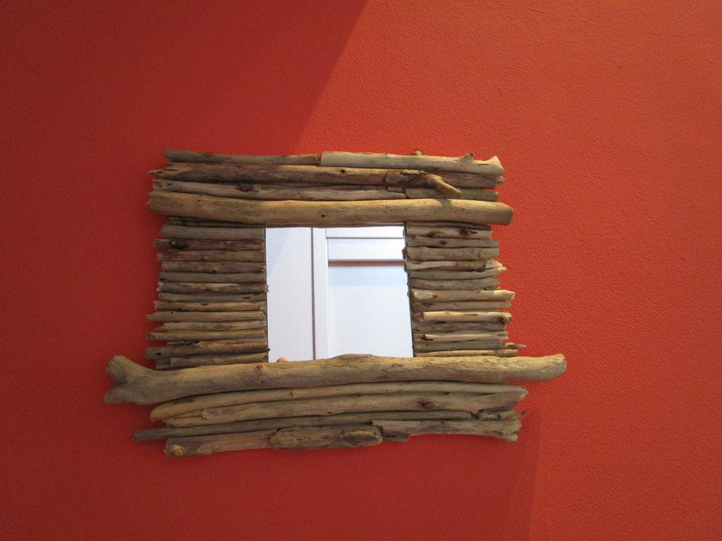 Specchio con legnetti di mare