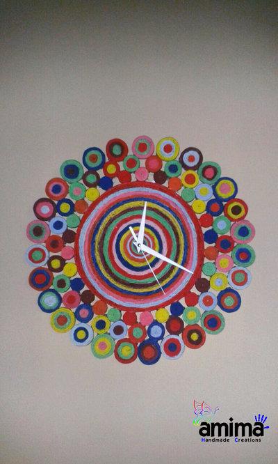 Orologio da parete realizzato con carta riciclata