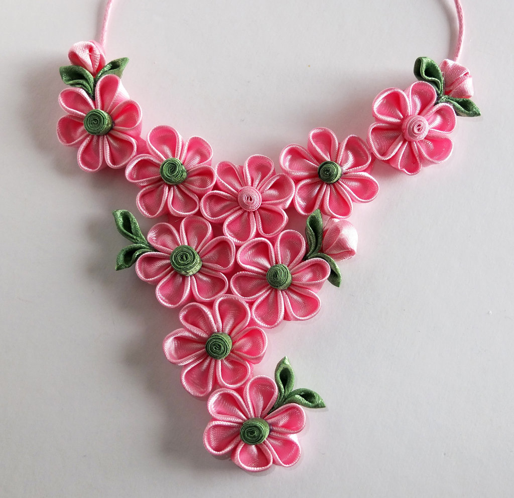 Collana kanzashi fatta a mano colore rosa