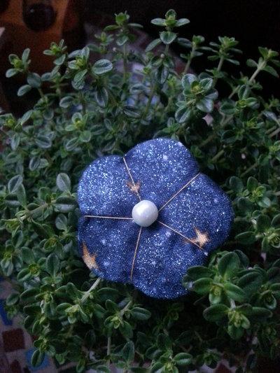 Spilla fiore Ume shiny blu