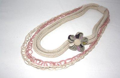 Collana rosa e beige con fiore di stoffa