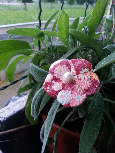Spilla fiore Ume rouge glitter