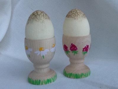 PORTA UOVA IN LEGNO con uova in cracklé