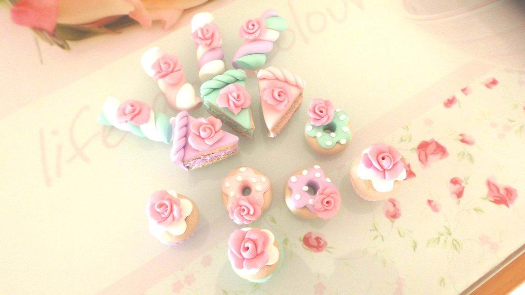 INSERZIONE RISERVATA  PER CINZIA - ciondoli charms fimo misto dolcetti con rosa