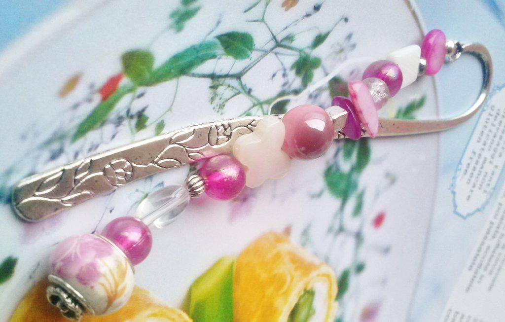 Segnalibro in argento tibetano  ciondolo in porcellana tonalità rosata