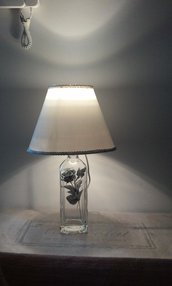 Lampada da tavolo in vetro con rosa argentata