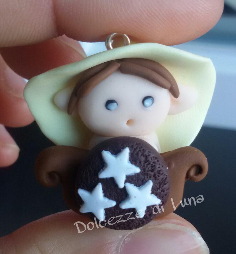 Folletto con biscotto pan di stelle, golossimo! fatto a mano, misura circa 3,5 cm per collana,portachiavi o sacchettino portaconfetti