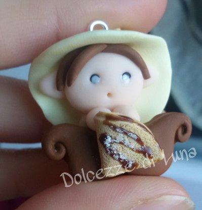 Folletto con crepes alla nutella,  golossimo! fatto a mano, misura circa 3,5 cm per collana,portachiavi o sacchettino portaconfetti