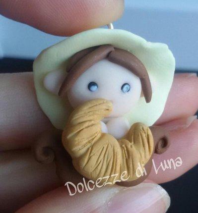 Folletto con croissant,  golossimo! fatto a mano, misura circa 3,5 cm per collana,portachiavi o sacchettino portaconfetti