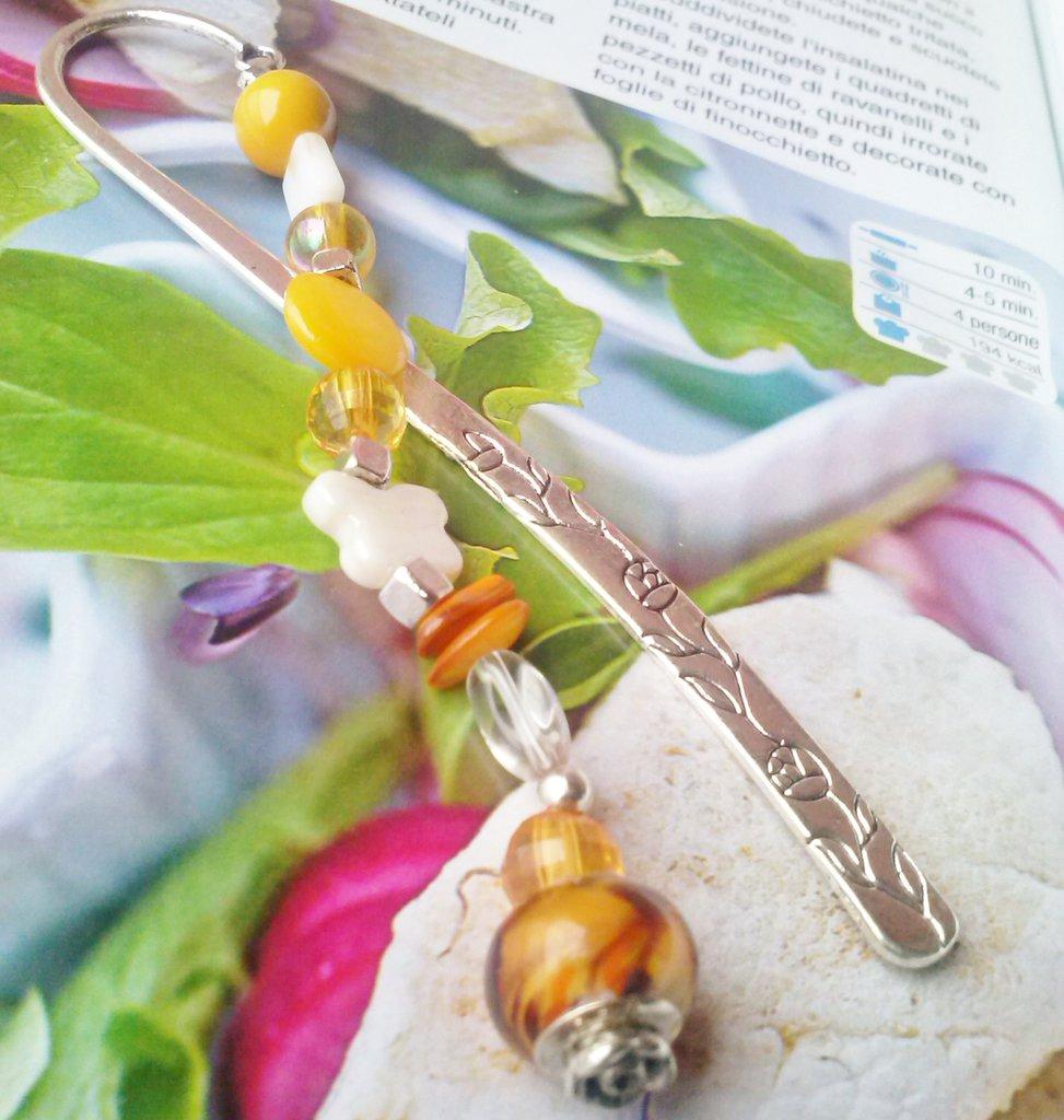 Segnalibro In Argento Madreperle perle tonalità giallo marrone, ciondolo vetro