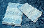 Asciugamani azzurri ricamati punto filza