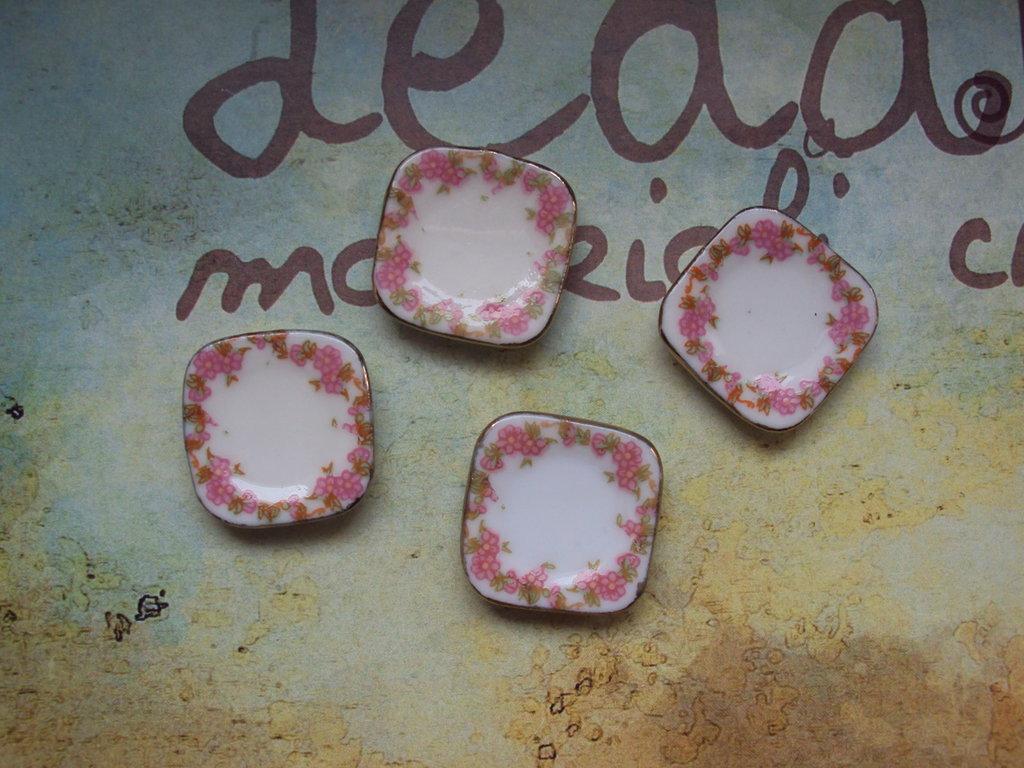 Piattino in miniatura dipinto a mano