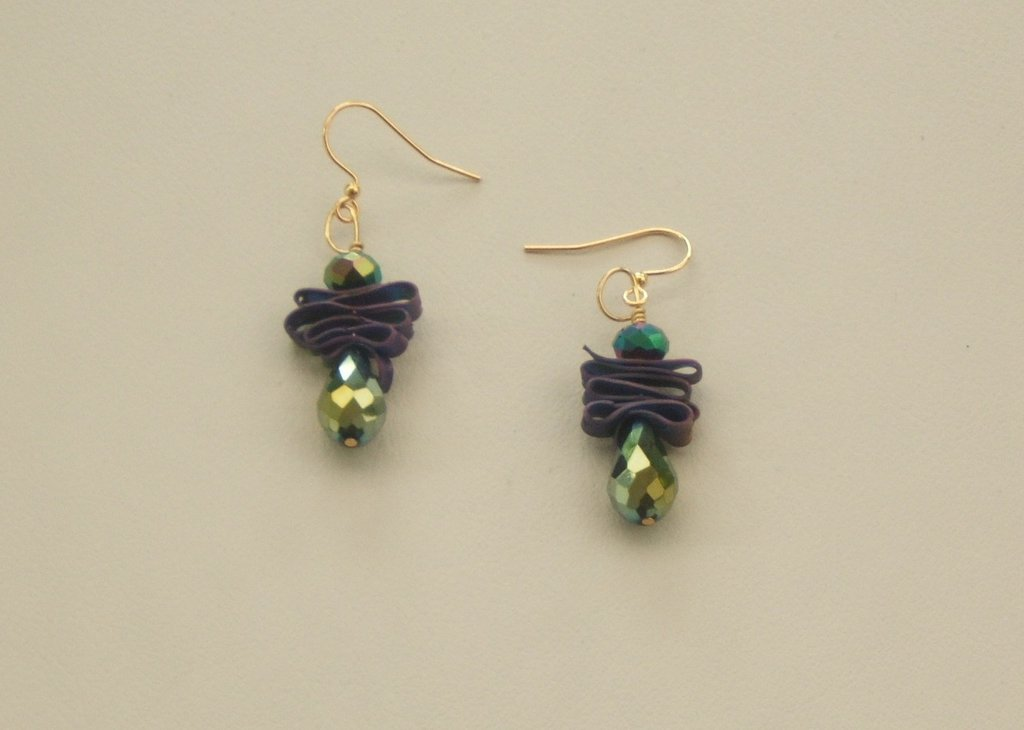 """Orecchini in plastica riciclata """"Samanta"""" verde iridescente e viola"""