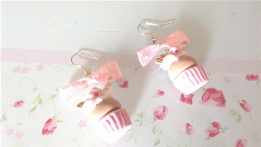 NOVITA PRIMAVERA ESTATE - colori pastello FIMO -PAIO ORECCHINI CUPCAKES  con panna - cialdina ROSA CHIARO
