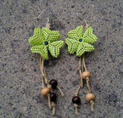 Orecchini Quadrifoglio in tessitura e perline di legno