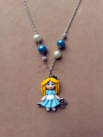 collana con Alice su chiave fimo