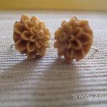 Orecchini con cabochon a forma di fiore