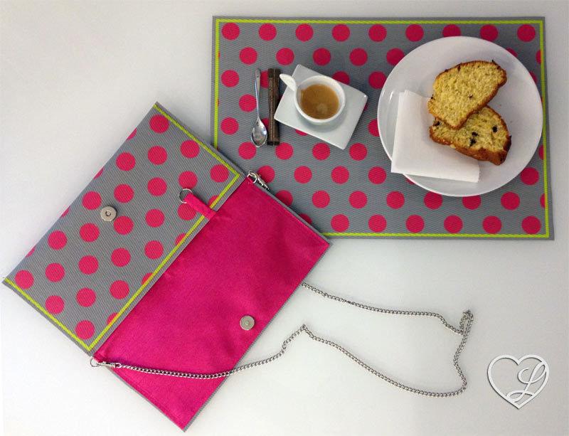 Pochette creata da tovaglietta da colazione in propilene a pois, interno in cotone fuxia, accessori color acciaio. Pezzo unico!