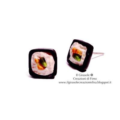 Orecchini a perno Sushi: Futumaki con salmone e avocado in fimo