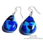 Orecchini pendenti variegati blu e turchese in fimo
