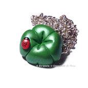 Collana quadrifoglio in fimo verde perlato e coccinella