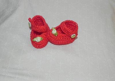 Scarpette bimbi realizzate ad uncinetto in cotone 100% rosse