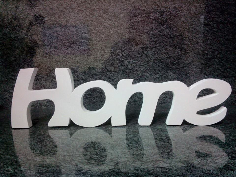 Scritte grandi in legno home family per la casa e per te for Grandi bambini giocano a casa
