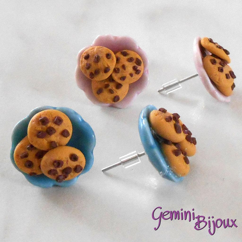 Orecchini a lobo piattini di ceramica con biscotti in fimo, fatto a mano