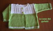 Completo giacchino e abito in filo verde e bianco melange per femminuccia lavorato a mano