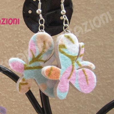 """Orecchini in feltro decorato Floreale serie """"Farfalla"""" colori pastello"""