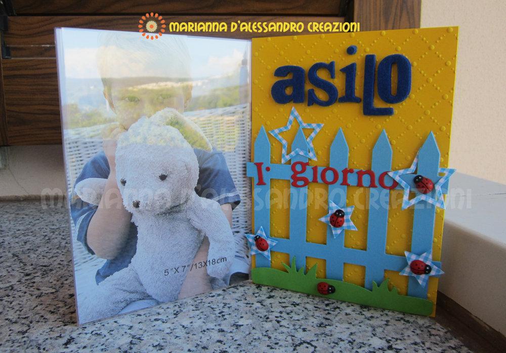 """Portafoto da appoggio """"Primo giorno d'asilo"""" bambino in plexiglass decorato"""