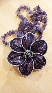 collana fiore con cialde e vere pietre viola di ametista
