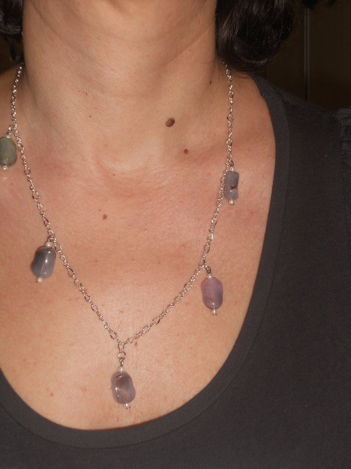 Collana con pendenti in pietre dure e perline