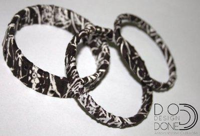 Tris di bracciali stampati in 3d e rifinito a mano con stoffa