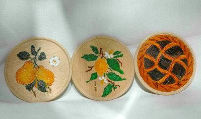 APPENDI PRESINE E CANOVACCI in legno dipinti a mano.
