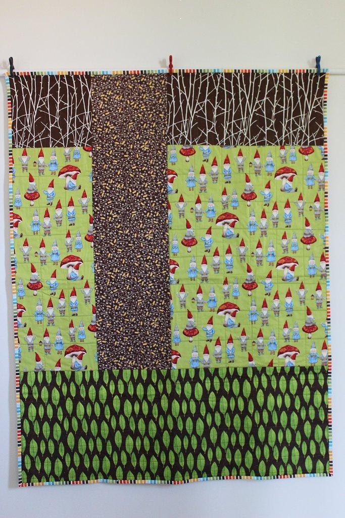 """Copertina in cotone imbottita per bambini , misura lettino cm 106 x 138 """" Gnomi nel bosco"""" con piccolo quilt """"corteccia"""" cm 85 x 105 incluso."""