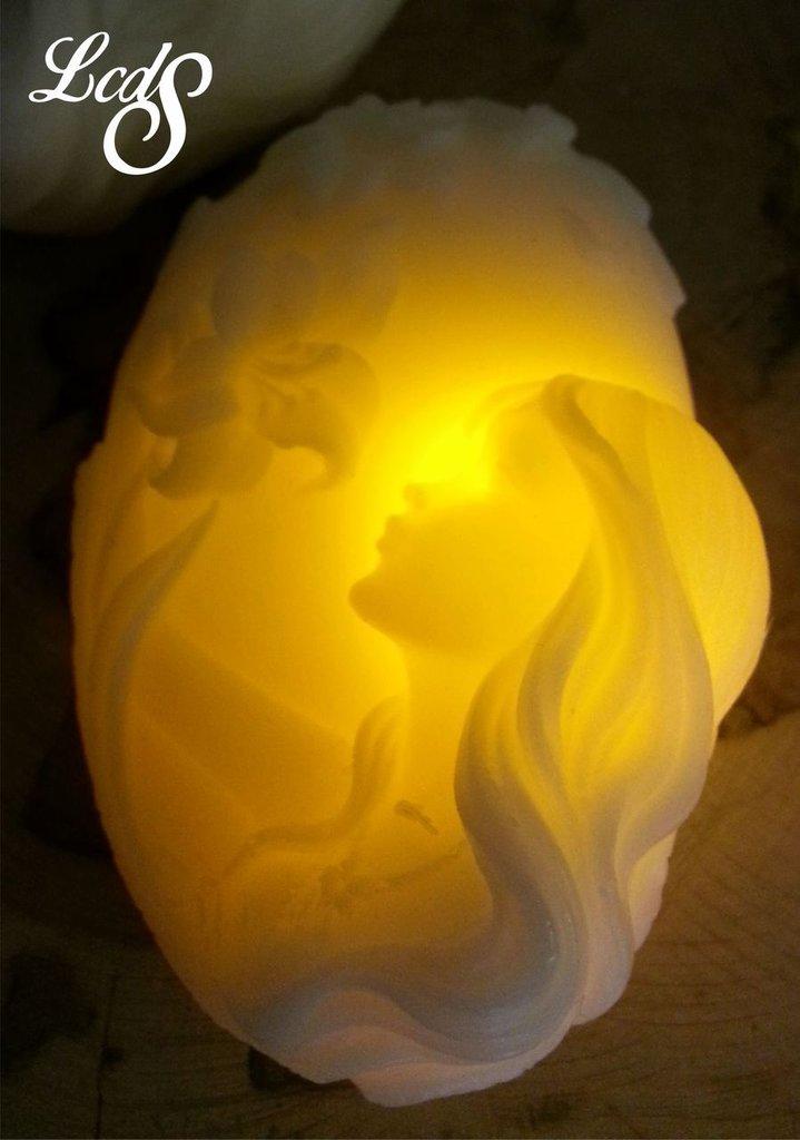 Candela in cera con LED - Ragazzaconfiori