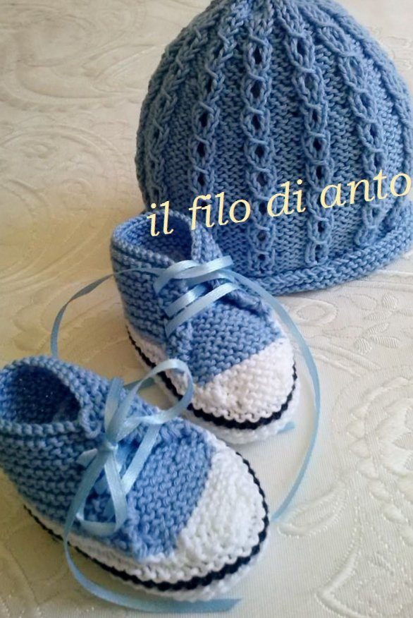 Cappello e scarpine sportive per neonato