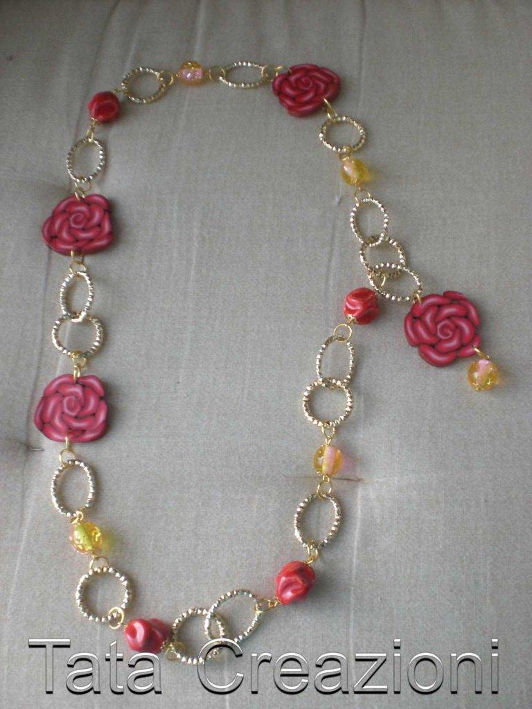 Collana dorata con rosa