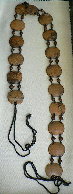 Cintura in legno di cocco.
