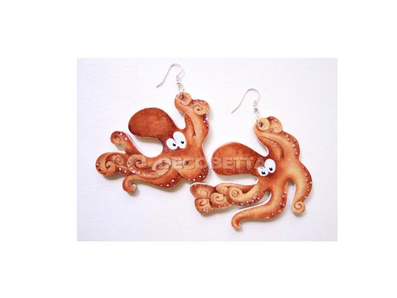 orecchini a contatto del mare