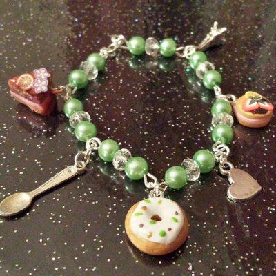 Bracciale con perline verdi e dolcetti in fimo