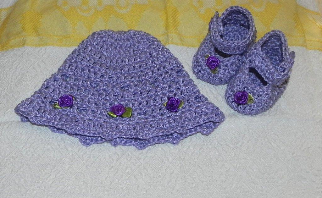 SCARPETTE + cappellino bambina realizzate ad uncinetto in cotone lilla