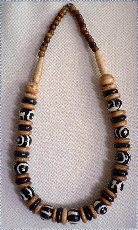 Collana perle in legno