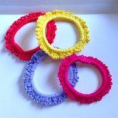 Elastici per capelli allegri e colorati, fatti a mano all'uncinetto